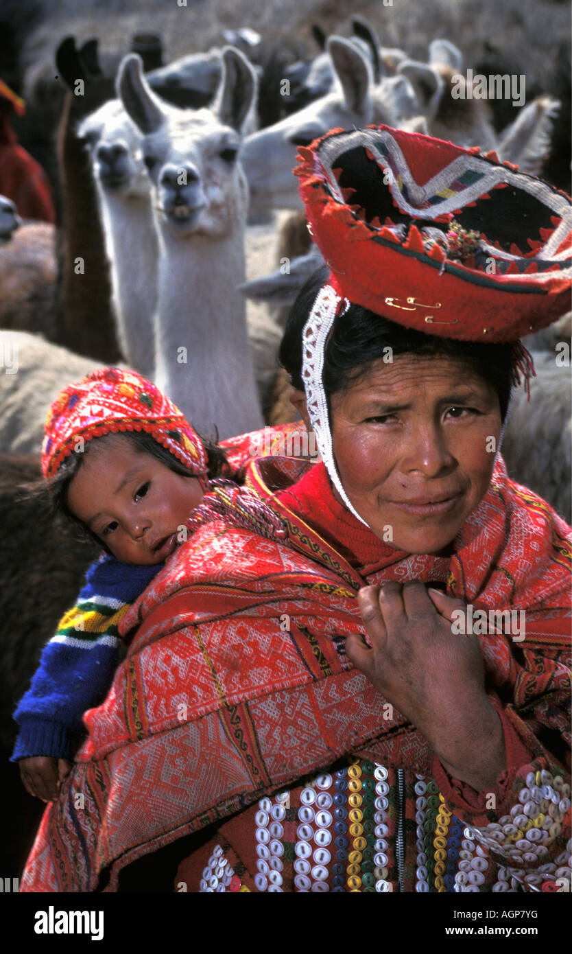 Peru Huilloc, Ollantaytambo, Indian woman with child with llamas in background - Stock Image