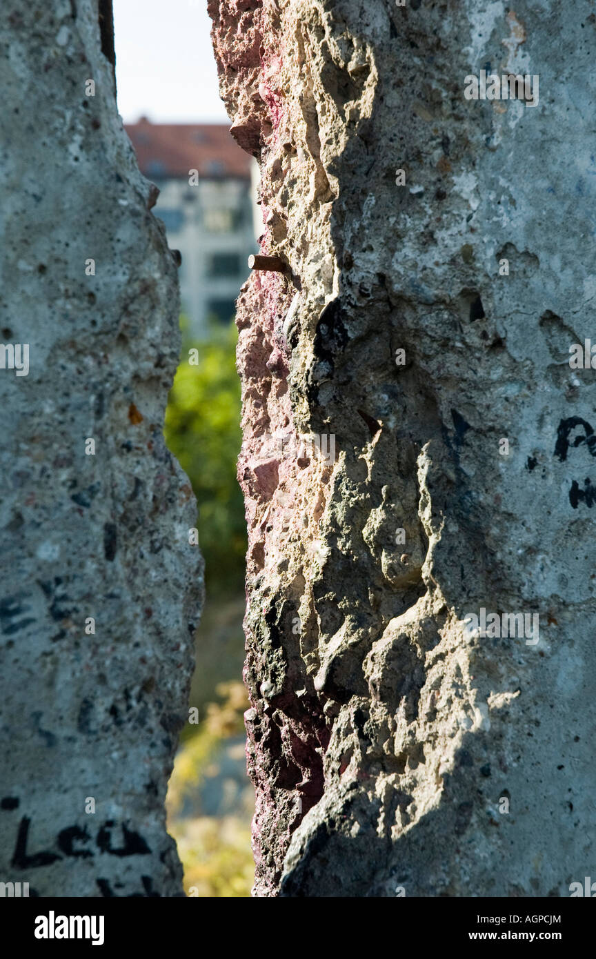 Crack in the Berlin wall, looking from east to west - Stock Image