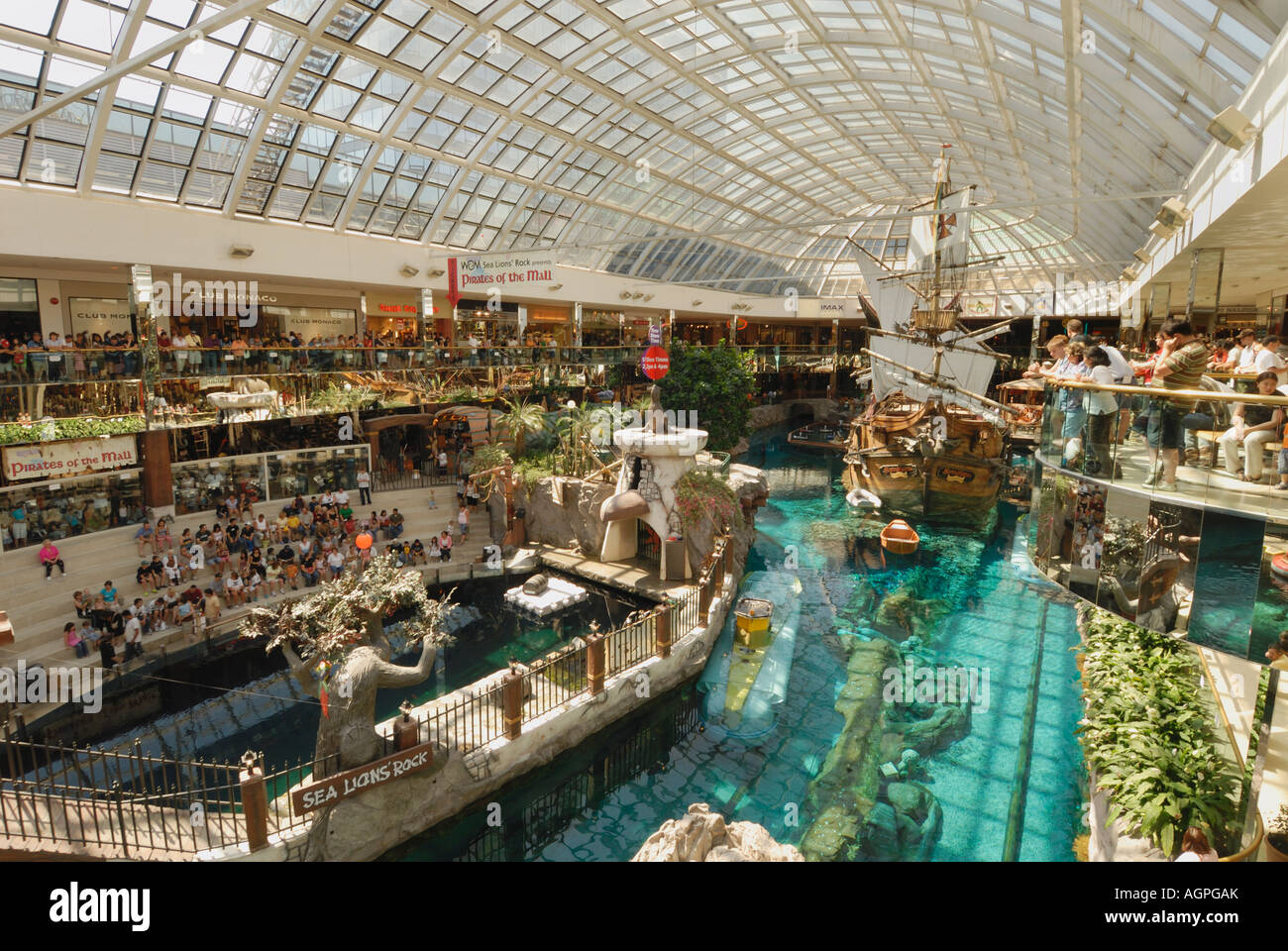 People watch dolphin show at the West Edmonton Mall the world s largest mall located in Alberta Canada - Stock Image