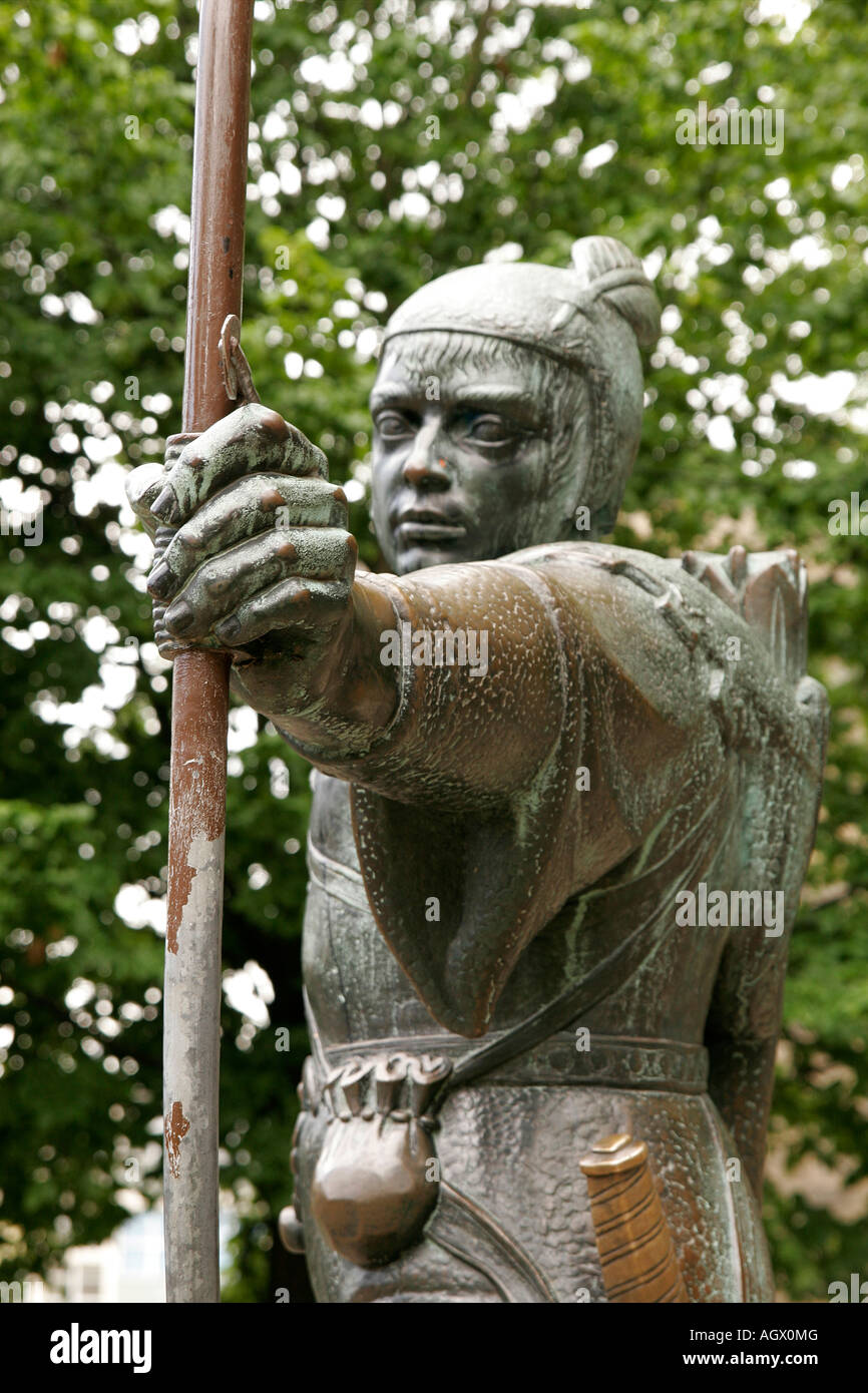 Statue of Robin Hood outside Nottingham castle - Stock Image
