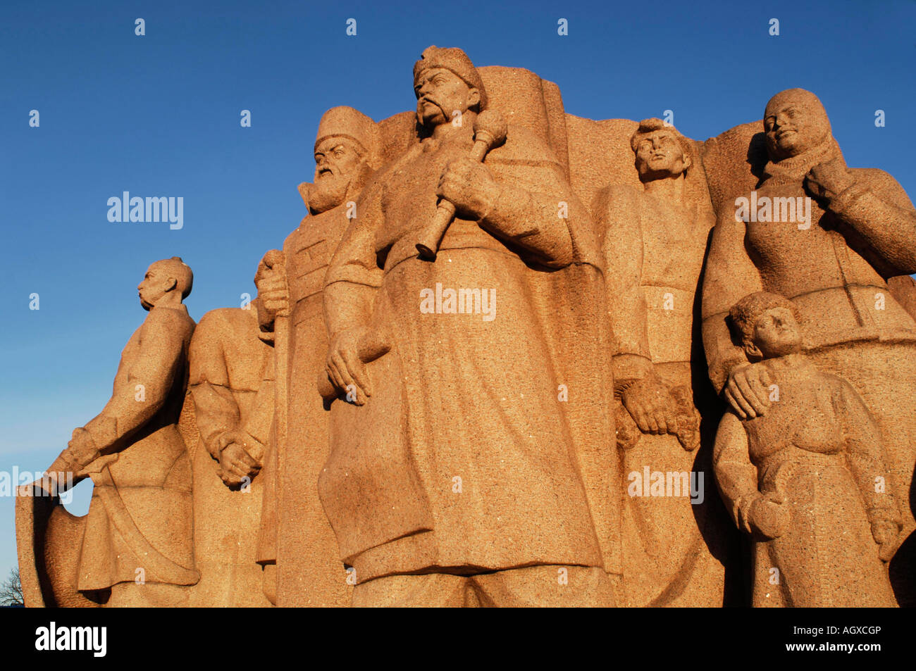 Statue in Khreshcatik Park in Kiev with figures of Russian and Ukraine members of Bogdan Khmelnitsky s Pereyaslav - Stock Image