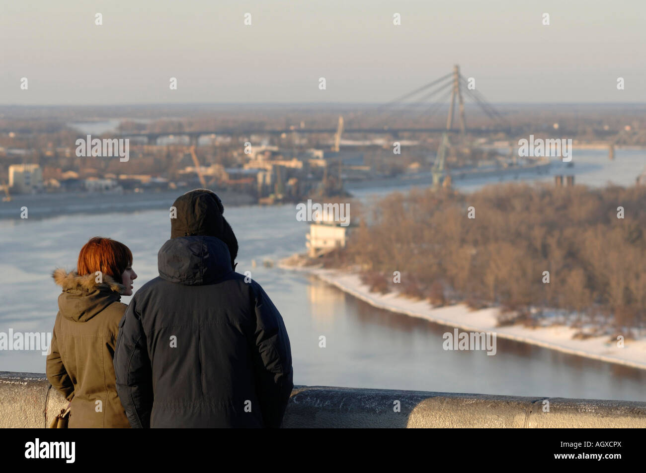 Romantic couple in Kiev overlooking the River Dnieper - Stock Image