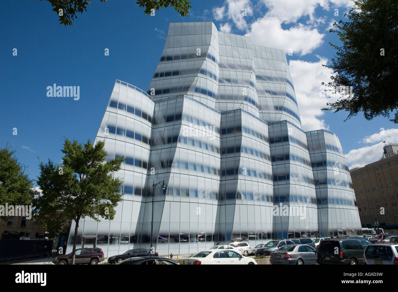 Frank Gehry Manhattan debut is IAC Building on West Side Highway for Barry Diller - Stock Image