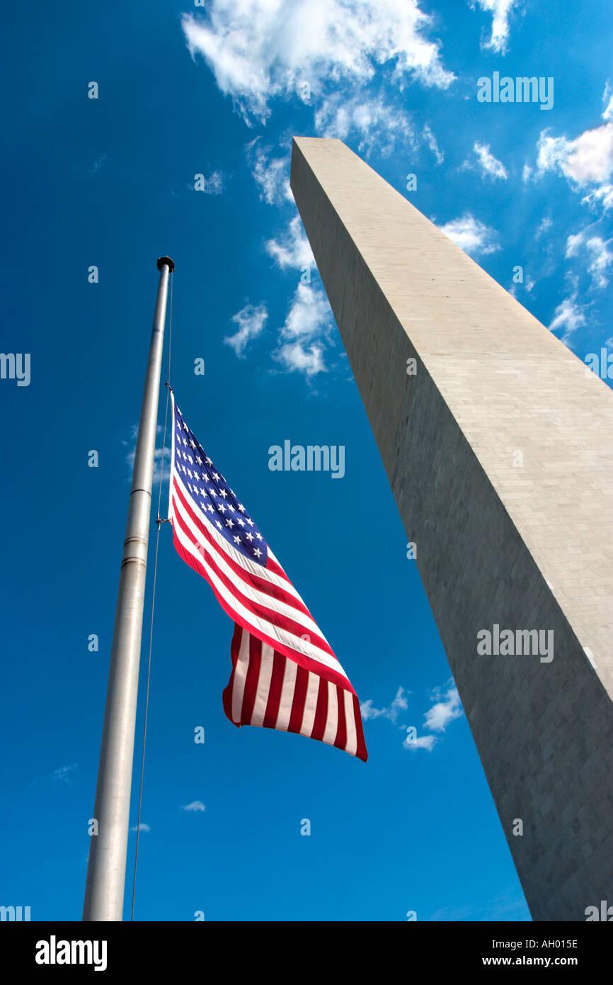 Washington Monument and American Flag, The Mall, Washington DC, USA - Stock Image