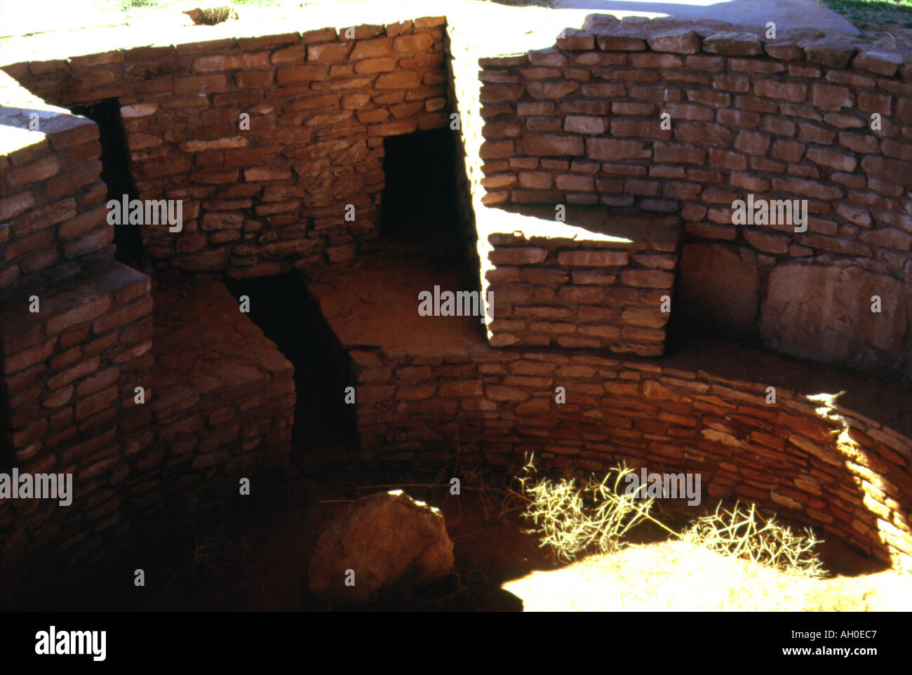 Reconstructed ancient Anasazi kiva in Butler Wash, Utah - Stock Image