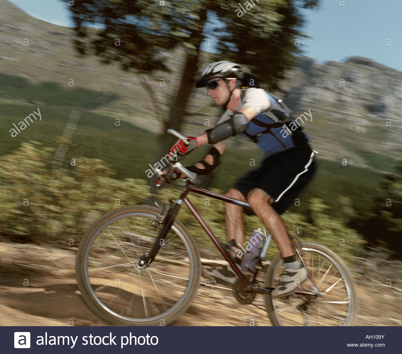 A man riding his bike on a trail - Stock Image