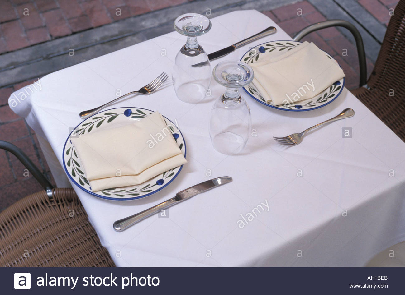 table setting with two plates and utensils & table setting with two plates and utensils Stock Photo: 1121258 - Alamy