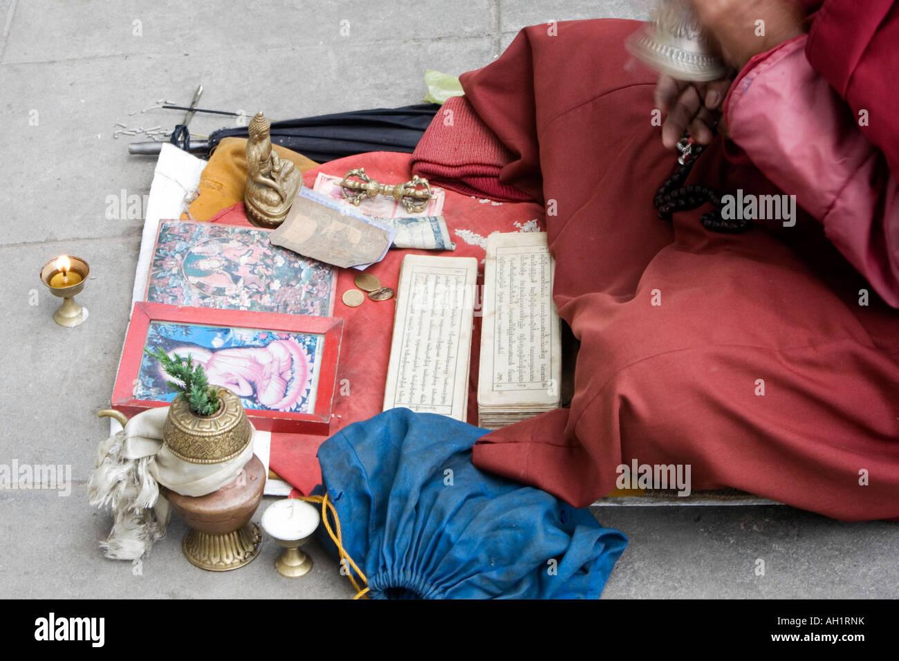Tibetan buddhist monk ringing bell chanting on street outside Swayambhu Stupa, Kathmandu, Nepal - Stock Image