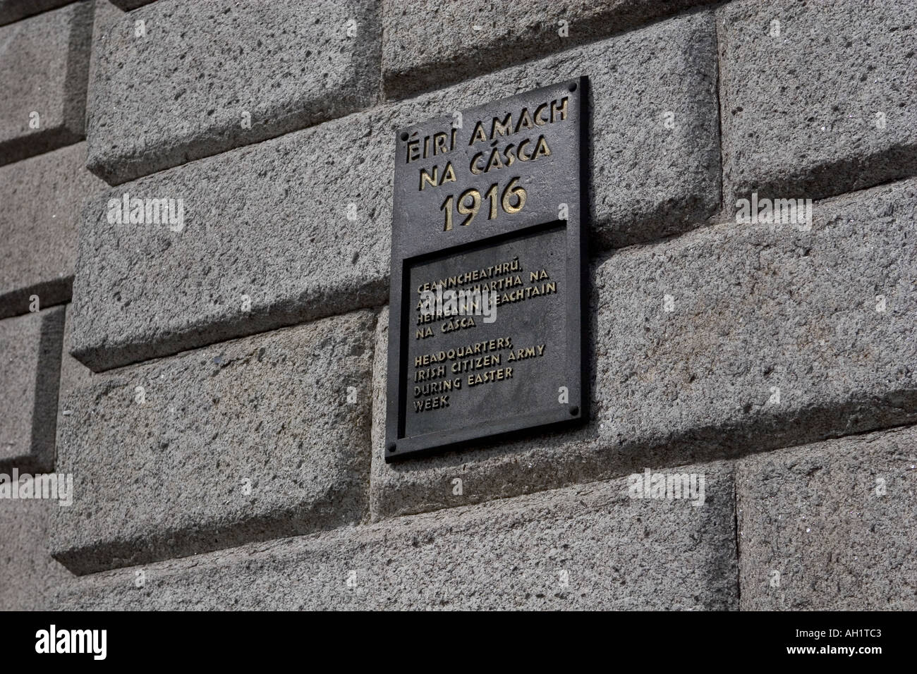 Plaque on the wall of the Royal College of Surgeon s Dublin Ireland Headquarters of the Irish Citizen Army Easter Stock Photo