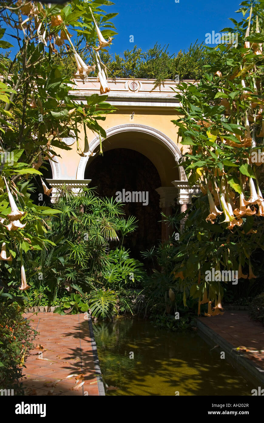 An arched feature in the gardens of the Villa Ephrussi de Rothschild, near Nice, on the Cote d'Azur, France - Stock Image