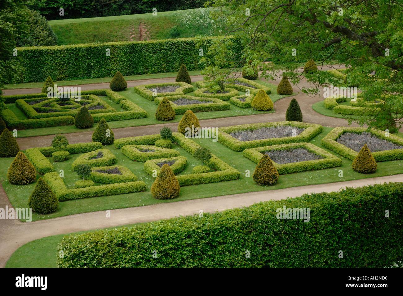 Tudor garden in the grounds of Kenilworth Castle ...