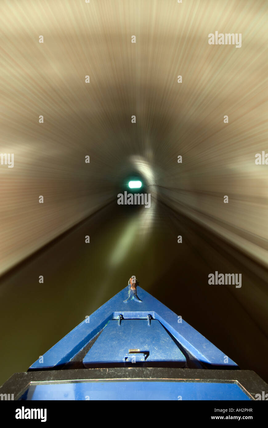 Narrowboat navigating along the English canal system - Stock Image