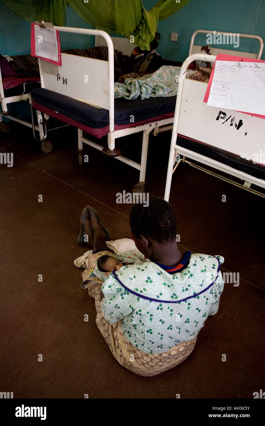 Mother of child just born in Bottom Hospital, Lilongwe, Malawi - Stock Image