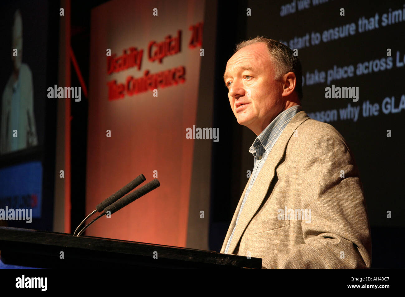 Ken Livingstone Mayor of London UK Speaking at a London Press Conference Dec 2004 - Stock Image