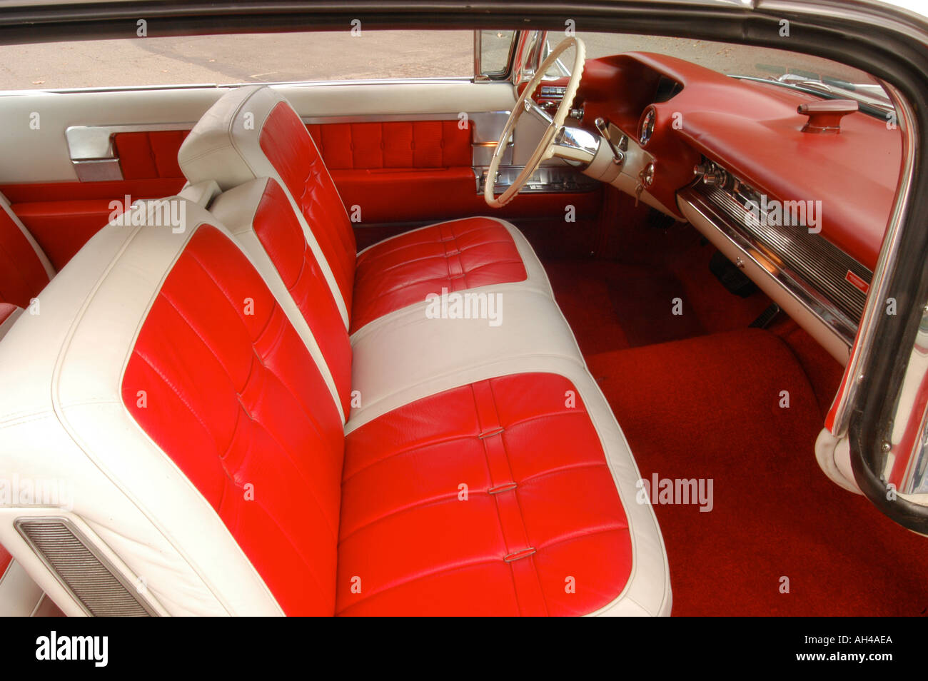 1960 cadillac coupe in cream - Stock Image