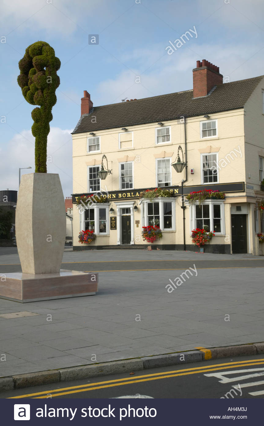 Topiary sculpture Sir John Borlase Warren public house Canning Circus Nottingham England - Stock Image