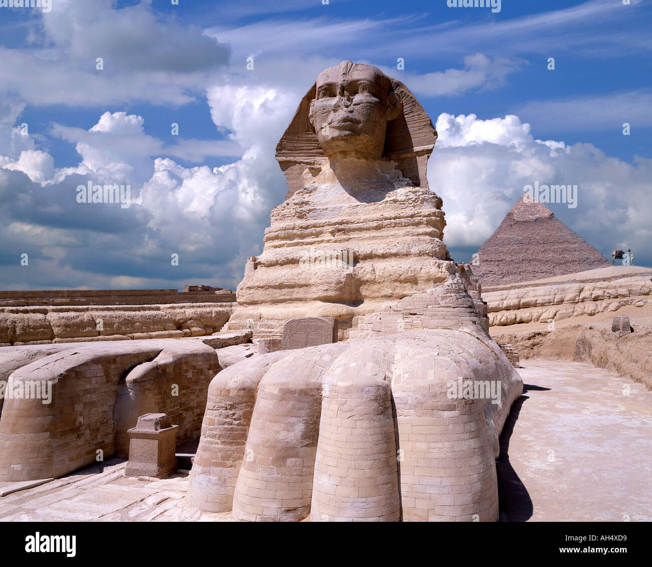 EG - CAIRO: The Sphinx and Pyramid at El Giza - Stock Image