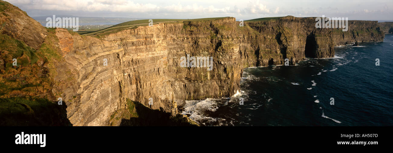 Ireland, County Clare, Cliffs of Moher, view to Hag's Head - Stock Image