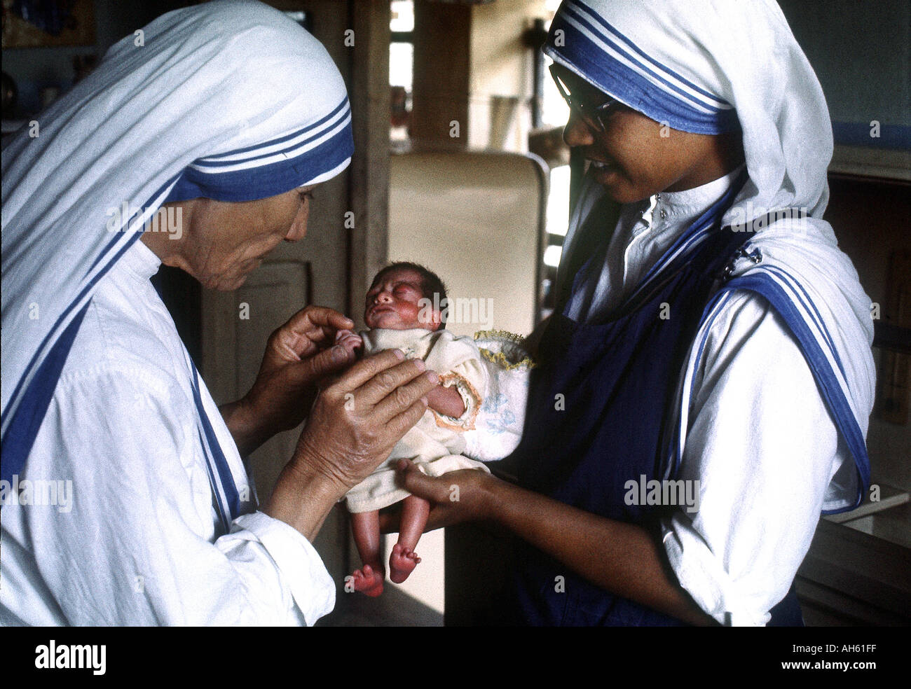 Mother Teresa with newborn baby Calcutta India 1969 She was awarded the Nobel Peace Prize in 1979 - Stock Image