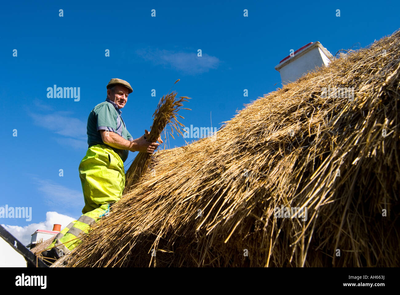 Ardara County Donegal Ireland Peter McGuire at work thatching a cottage - Stock Image