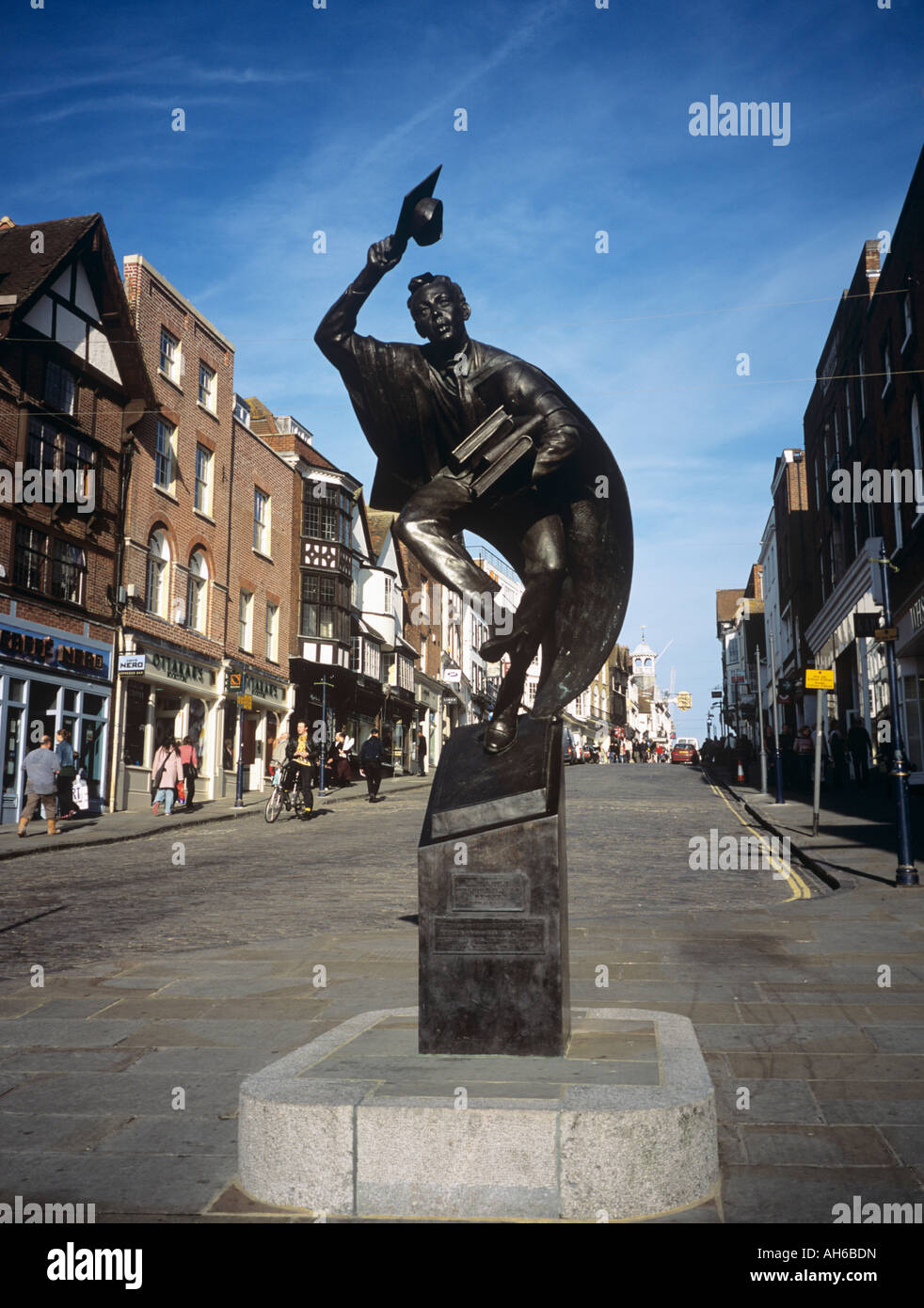 STATUE of the GUILDFORD SCHOLAR Allan Sly at the bottom of the High Street Guildford Surrey England UK - Stock Image