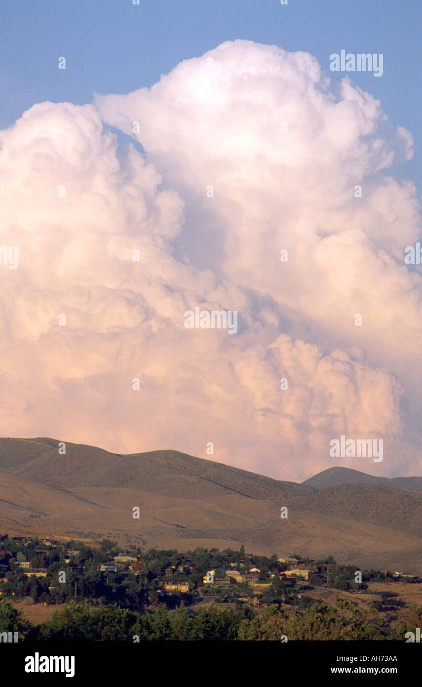 Cumulonimbus thunderstorm cloud over Boise Idaho foothills  - Stock Image