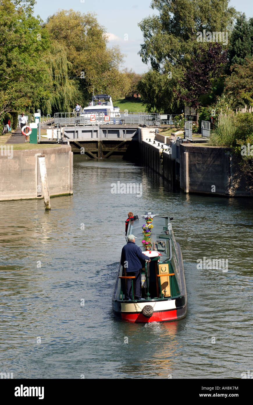 Narrowboat entering Day`s Lock on River Thames, Oxfordshire, England, UK - Stock Image