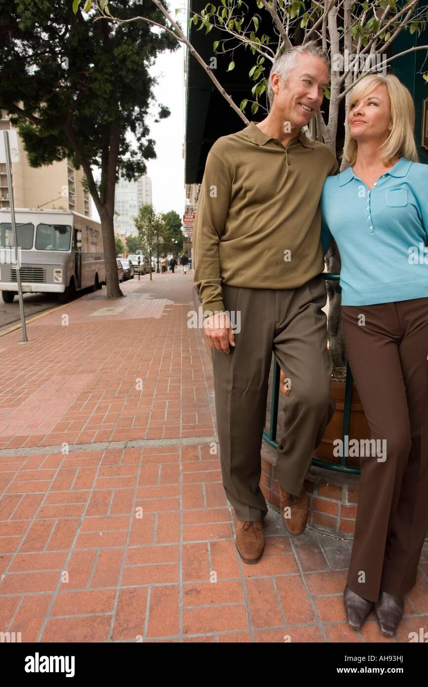 Older couple cuddling outside - Stock Image