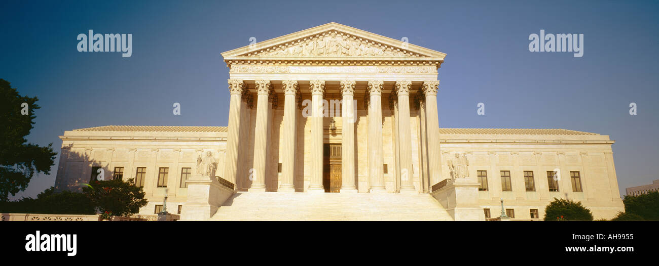 View of entire US Supreme Court Building - Stock Image