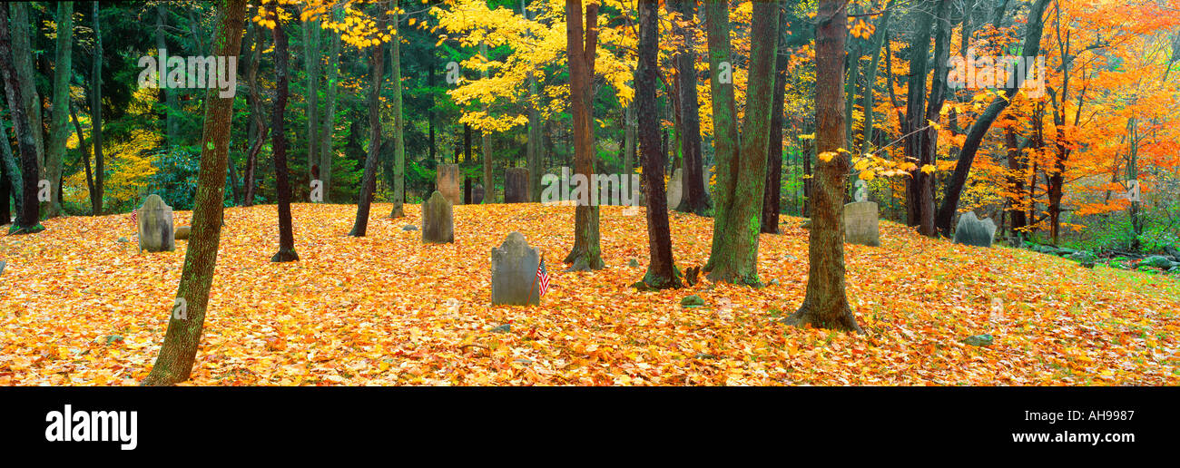 Noah Phelps grave in Revolutionary War cemetery in Autumn Austerlitz NY - Stock Image
