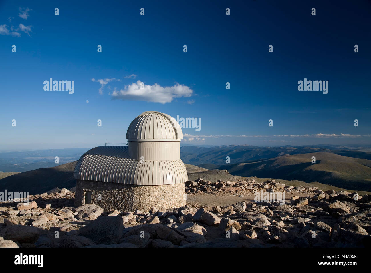Meyer Womble Observatory on Mt Evans, Colorado - Stock Image