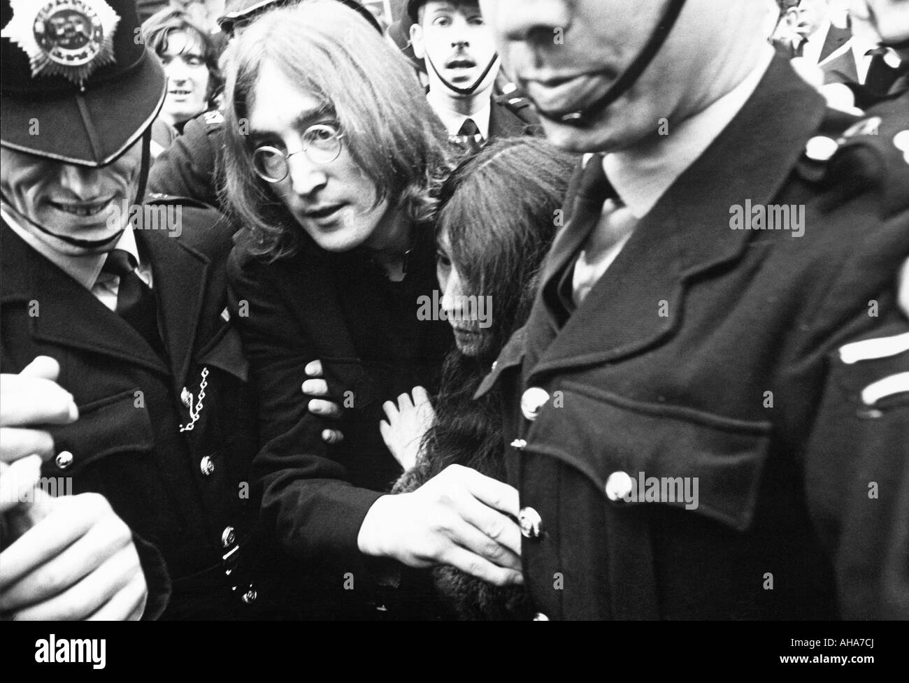 BEATLES John and Yoko leave Marylebone Magistrates Court on bail charged with possession of cannabis 19th October - Stock Image