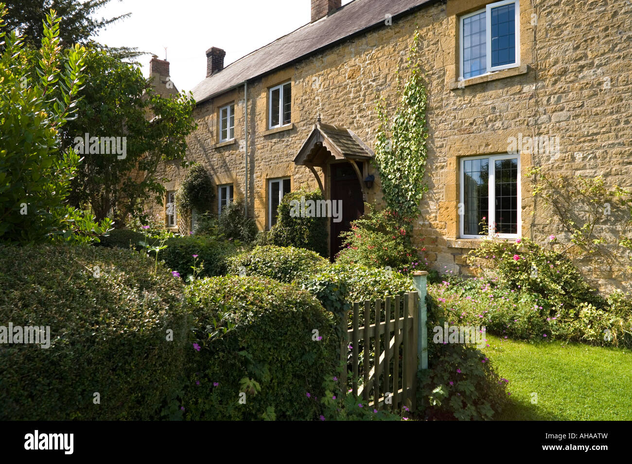 Stone cottages in the Cotswold village of Willersey, Gloucestershire - Stock Image