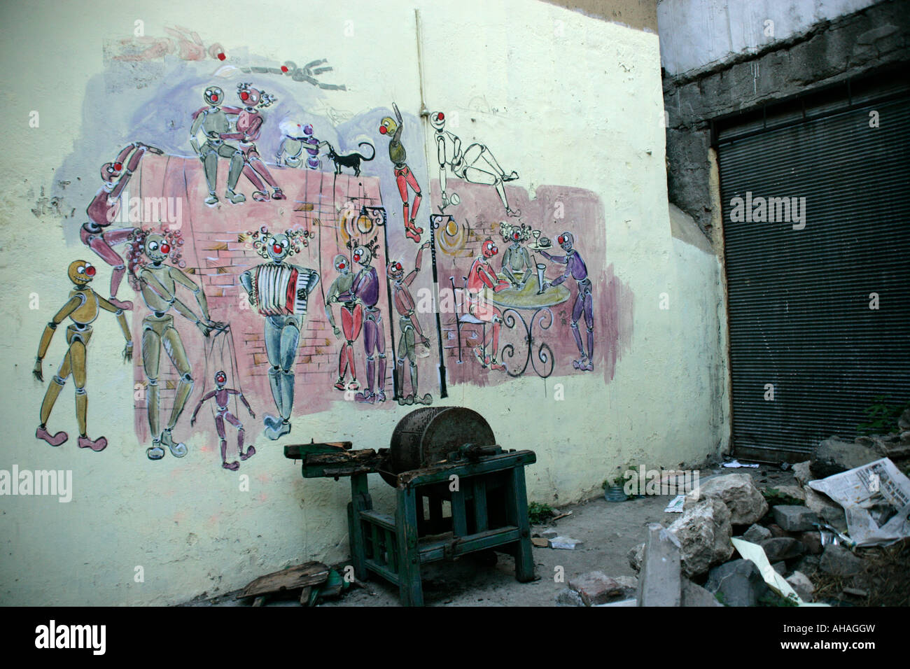 Graffiti showing stylised performers and entertainment in an urban area of Istanbul - Stock Image