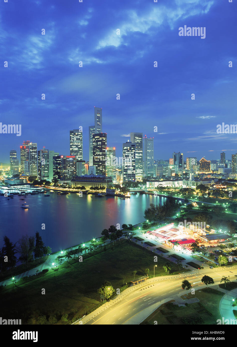 Central business district of Singapore over Marina Park at night - Stock Image