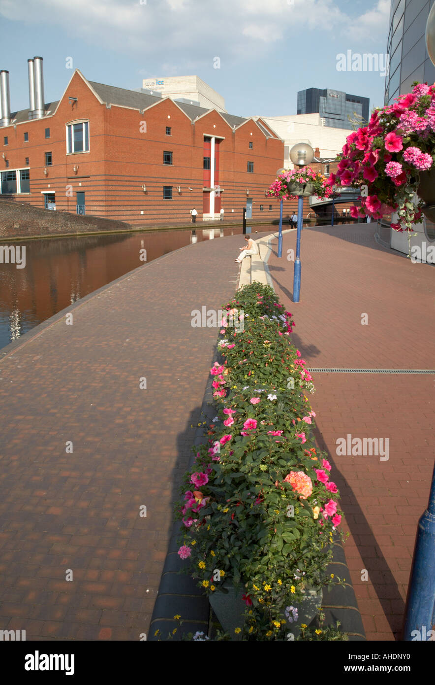 Birmingham city centre canals by the National Sea Life Centre West Midlands central England UK july 2006 - Stock Image