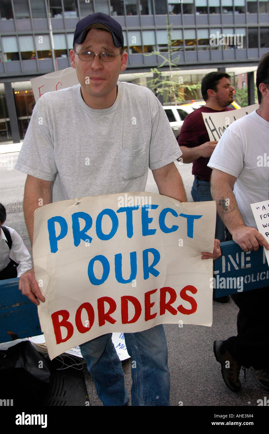 Anti Immigration protesters in front of NY Senator Hillary Clinton s midtown New York office - Stock Image