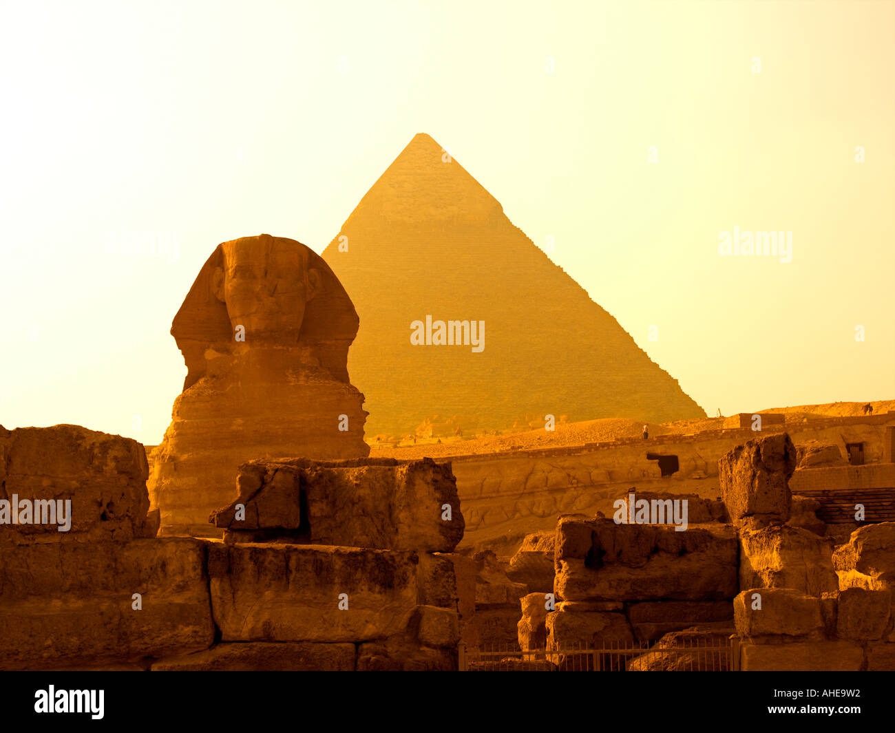 The Sphinx and Pyramid of Khafre in golden light - Stock Image