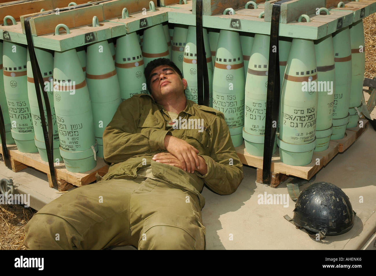 http://c8.alamy.com/comp/AHENK6/idf-israeli-soldier-sleeping-on-155mm-artillery-shells-at-the-golan-AHENK6.jpg