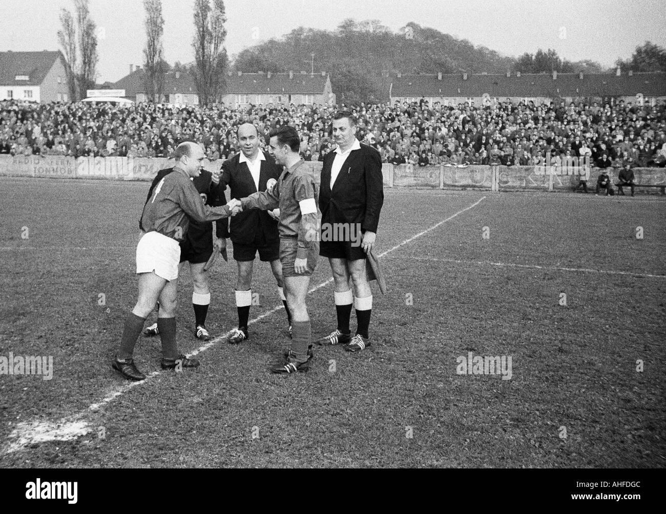 football, Regionalliga West, 1964/1965, Eintracht Gelsenkirchen versus Fortuna Duesseldorf 1:4, Sued Stadium Gelsenkirchen, referee Hans Radermacher of Siegburg and assistants, team leader Karl Hoffmann (Ddorf, left) and Willi Klein (Gels) - Stock Image