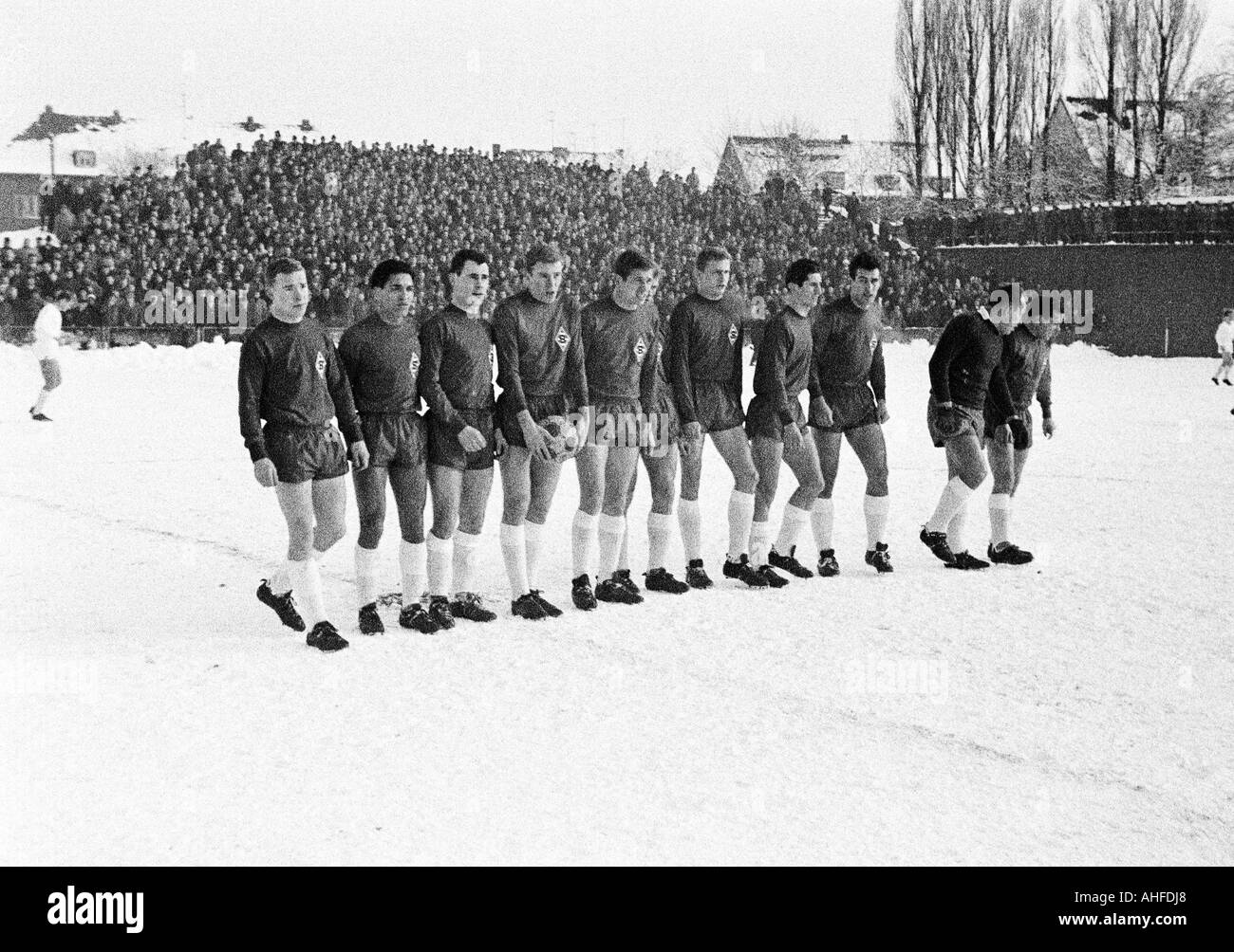 football, friendly game, 1964, Boekelberg Stadium in Moenchengladbach, Borussia Moenchengladbach versus 1. FC Cologne 4:1, team photograph, shot of the Gladbach team, f.l.t.r. Bernd Rupp, Werner Waddey, Arno Ernst, Guenter Netzer, Jupp Heynckes, Rudolf Po - Stock Image