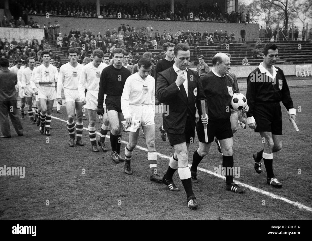 football, international UEFA youth class tournament 1965, semi-final, German Democratic Republic versus Czechoslovakia 2:1, Niederrhein Stadium in Oberhausen, teams come in the stadium, referee team - Stock Image