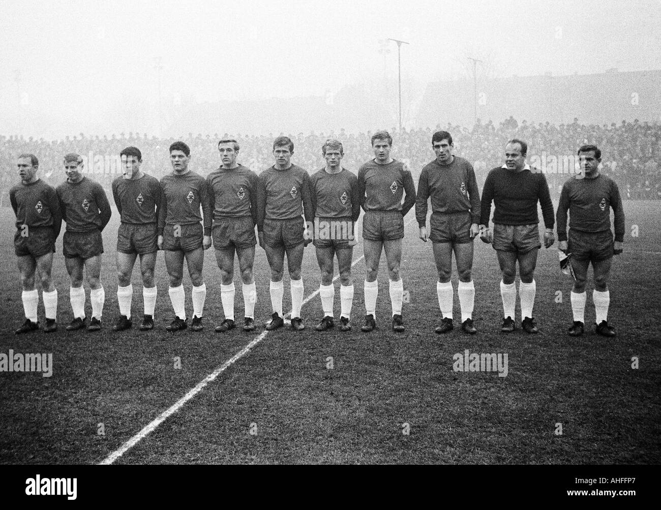 football, Bundesliga, 1965/1966, Boekelberg Stadium, Borussia Moenchengladbach versus 1. FC Cologne 2:3, team photograph, shot of Moenchengladbach, f.l.t.r. Bernd Rupp, Berti Vogts, Herbert Laumen, Heinz Wittmann, Guenter Netzer, Jupp Heynckes, Rudolf Poe - Stock Image