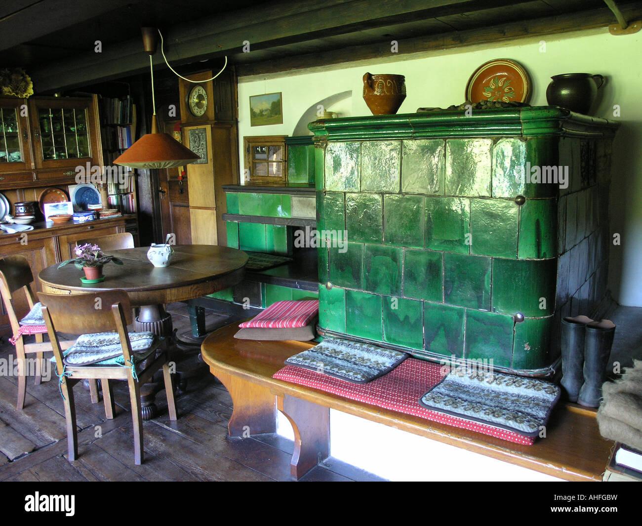 Stube mit Kachelofen in historischem Schwarzwaldbauernhof  parlor with tiled stove in historic blackforest farmhouse - Stock Image