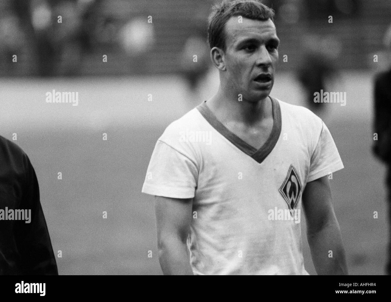 football, Bundesliga, 1966/1967, Wedau Stadium in Duisburg, MSV Duisburg versus SV Werder Bremen 1:0, football player, Stock Photo
