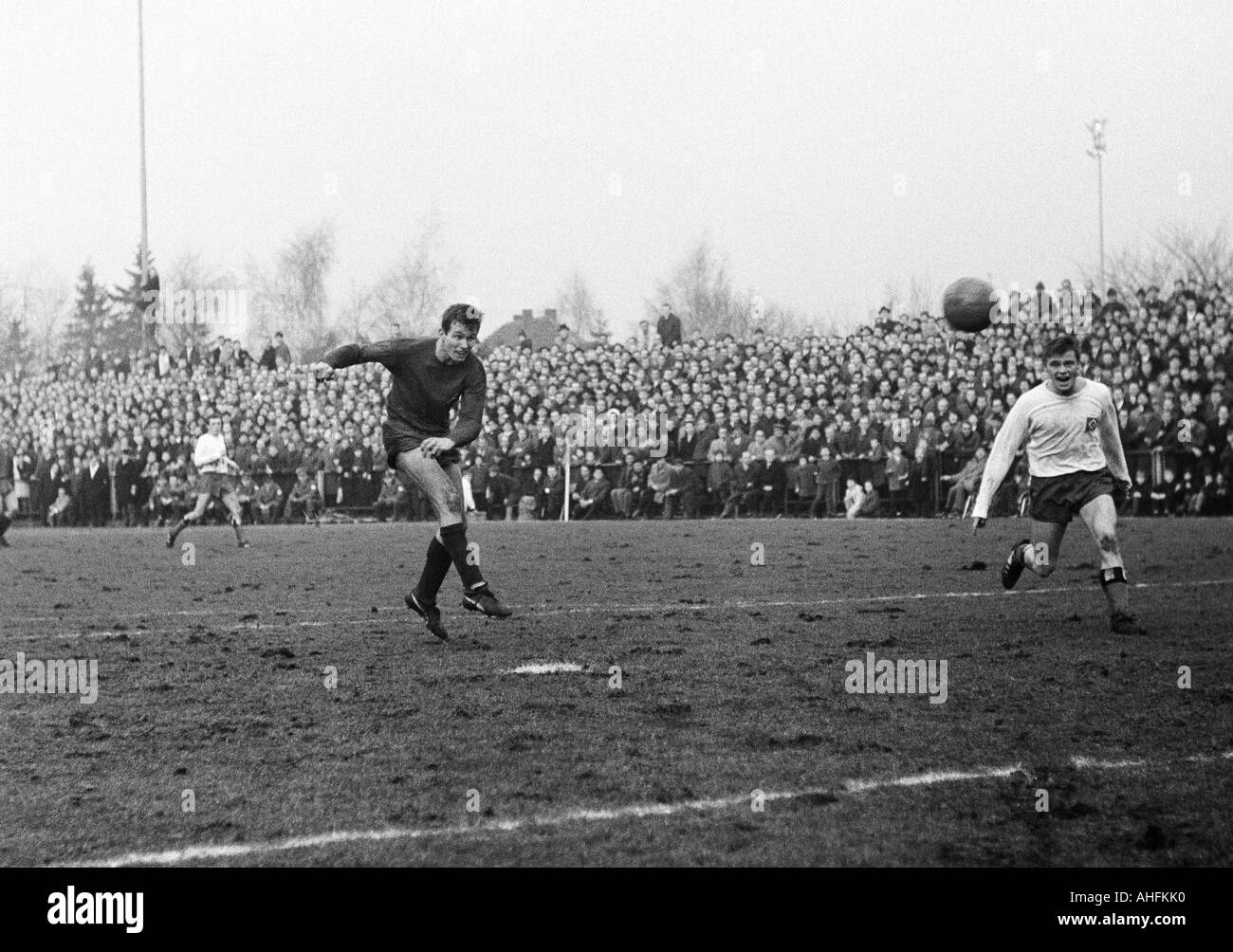 football, Bundesliga, 1966/1967, Boekelberg Stadium, Borussia Moenchengladbach versus Hamburger SV 4:2, scene of Stock Photo