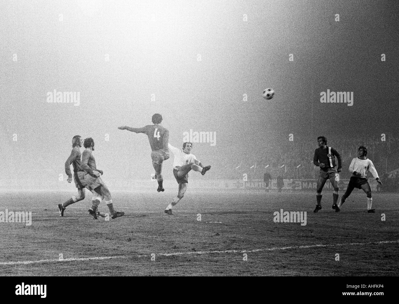 football, Bundesliga, 1971/1972, Rot-Weiss Oberhausen versus Arminia Bielefeld 2:0, Niederrhein Stadium in Oberhausen, scene of the match, Bernd Hoffmann (RWO) shots on goal - Stock Image