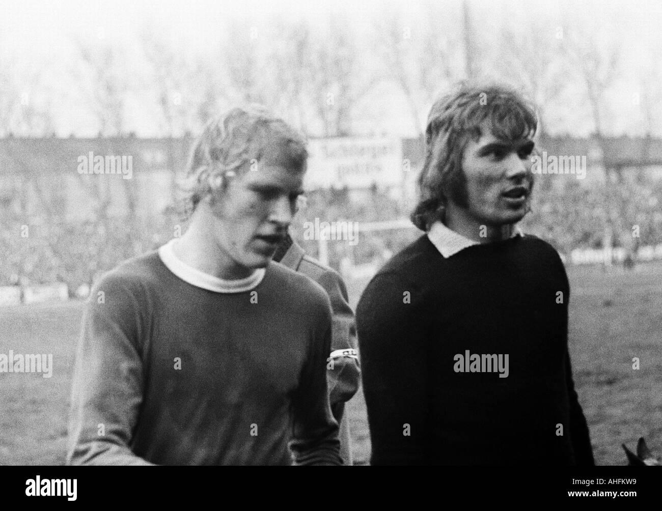 football, Bundesliga, 1971/1972, FC Schalke 04 versus Hamburger SV 3:0, Glueckaufkampfbahn Stadium in Gelsenkirchen, football players leave the pitch, left Rolf Ruessmann (S04), right keeper Norbert Nigbur (S04) - Stock Image
