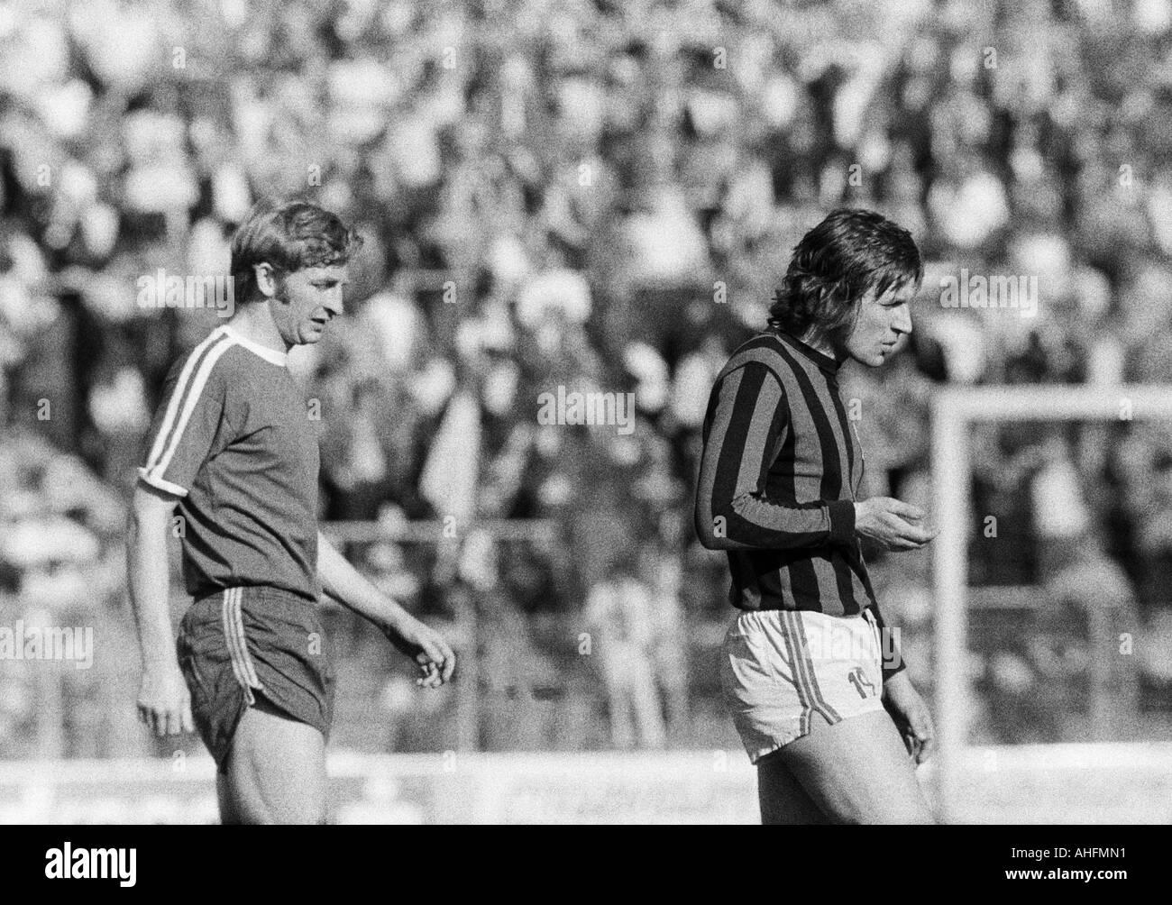 football, Bundesliga, 1971/1972, VfL Bochum versus Hanover 96 2:2, Stadium at the Castroper Strasse in Bochum, scene of the match, left Manfred Ruesing (Bochum), right Ferdinand Keller (96) - Stock Image