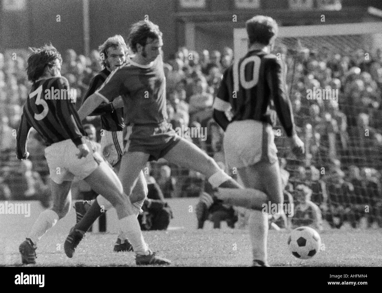 football, Bundesliga, 1971/1972, VfL Bochum versus Hanover 96 2:2, Stadium at the Castroper Strasse in Bochum, scene of the match, f.l.t.r. Rainer Stiller (96), Peter Ruehmkorb (96), Werner Balte (Bochum), Hans Siemensmeyer (96) - Stock Image